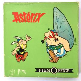 Nr.7282 --Super 8 silent-- Asterix, wordt gemarteld op 50 meter reel zwartwit silent  op spoel en in orginele doos