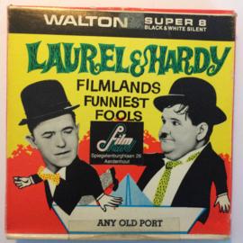 Nr.6790 --Super 8-- Laurel en Hardy Any Old Port ,  zwartwit 60 meter Silent in orginele fabrieks doos