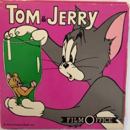 Nr.6709 -- Super 8 met GELUID, Tom en Jerry en de buldog, zwartwit met geluid ca 45 meter op spoel en in orginele fabrieks doos