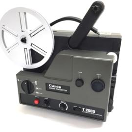 Nr.8211 -- Canon T2000 Sound Projector, voor Super 8 mm film met of zonder geluid, halogeenlamp : 100 W , 12 V , 7 watt versterker, heeft service beurt gehad en is in perfecte staat