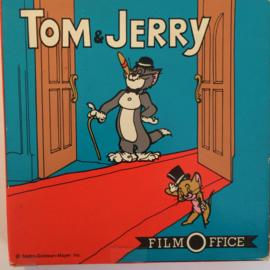 Nr.6712 -- Super 8 geluid--Tom en Jerry en de zeehond,  zwartwit met geluid op 60 meter spoel in orginele fabrieks doos
