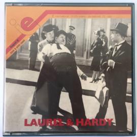 Nr.6950 - Super 8 sound --Laurel en Hardy ,,Two Stars 1933,,  19 mininuten met Engels geluid | Comedy, Short | (USA 1933) zwartwit 120 meter orginele doos