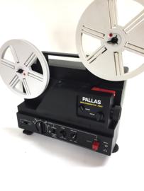 Nr.8233 -- Pallas Soundmatic 707 voor Super 8 mm film, lens: Canon Zoom f: 1,5 F: 20-32 mm, spoel capaciteit: 180 m. muziek vermogen 5,8 W , 12V 100W halogeenlamp heeft service beurt gehad en is in goede staat