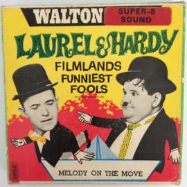 Nr.6714 -- Super 8 geluid--Laurel en Hardy,,Melody on the Move, zwartwit met Engels geluid op 60 meter spoel in orginele fabrieks doos