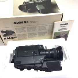 Nr.8148 -- prachtige nog als nieuw en in doos Bauer S 209 XL  super 8  filmcamera geluids- en stille super 8-cartridge lens: Bauer Macro Neovaron f: 1.2 \ F: 8-40 mm met microfoon en gebruiks handleiding