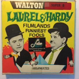 Nr.6777 --Super 8-- Laurel en Hardy in Helpmates,  zwartwit 60 meter Silent in orginele fabrieks doos