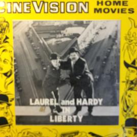 Nr.6534 -- Super 8 SILENT-- Laurel en Hardy Liberty, zwartwit Silent op 120 meter spoel en in orginele fabrieks doos
