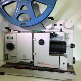 Nr.8101/2 -  Bauer P8 Universal TS 16mm PROFESSIONAL, 4 tandige grijper Halogeen lamp  24V / 250, optisch/magnetisch geluid, zoomlens Bauer 1:1.3/35-65 heeft service beurt gehad incl.deksel met 2 spiekers