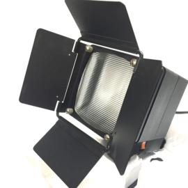 Reflecta XM 12 --  foto & film spot met matglas voor spreiding licht, 4 lichtkleppen, met ventilator voor langdurig gebruik, met sterke halogeenlamp 220V-1000W , nieuw in doos