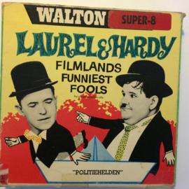 Nr.6789 --Super 8-- Laurel en Hardy in Politiehelden,  zwartwit 60 meter Silent in orginele fabrieks doos