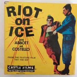 Nr.6720 - Super 8-- , Riot on Ice Abbott and Costello zwartwit silent  in orginele fabrieks doos