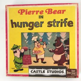 Nr.7021 --Super 8 - Castle film  Pierre Bear in Hunger strife, goede kwaliteit zwartwit Silent ca 60 meter  in orginele doos
