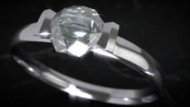 Nr.16218 --16mm-- ,,De Magie van de Diamant,, mooi van kleur en Nederlands gesproken zeer interessante documentaire , speelduur 20 minuten compleet met begin/end titels op spoel en in doos