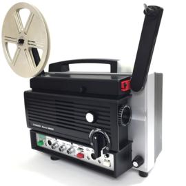 Nr.8174 -- Chinon, Sound 8500 nieuwe versie, voor  Super 8  film, lamp: 150 W, 15 V EFR, spoel capaciteit: 120 m, film invoer: automatisch, snelheidsregeling controle, versterker vermogen: 15 W (8 Ohm) heeft onderhouds beurt gehad en is als nieuw