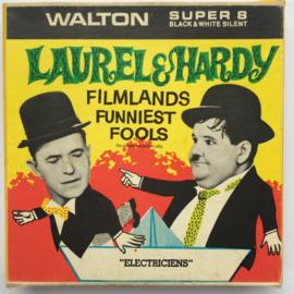 Nr.7171 --Super 8 Silent--Laurel en Hardy als  Electriciens, ongeveer 60 meter zwartwit silent op spoel en in orginele doos
