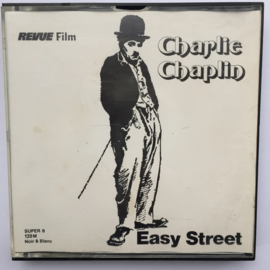 Nr.7148 -- Super 8 Charlie Chaplin Easy Street zwartwit silent 120 meter in orginele doos
