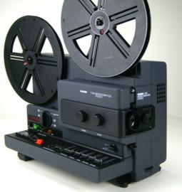 Nr.8253 --Super 8 -- BAUER T610  professionele filmprojector, muziek vermogen 2 x 20 W  Stereo een 15 v. 150watt  sterke halogeenlamp, 240 m.spoelen, zoomlens Schneider-Kreuznach heeft een service beurt gehad, werkt perfect