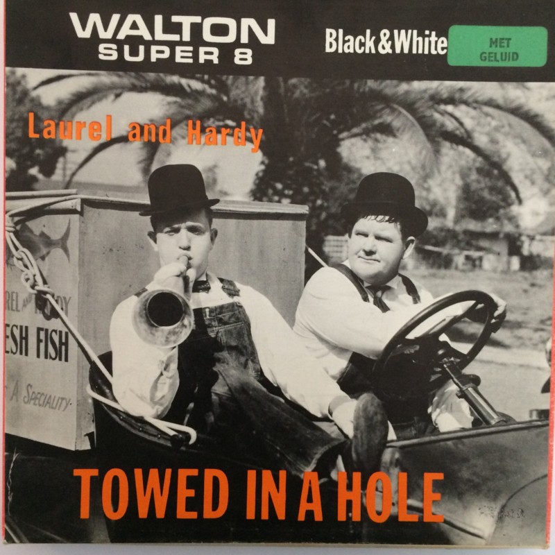 Nr.6520 --Super 8 sound, Laurel en Hardy Towed in a Hole, 120 meter zwartwit met Engels geluid in orginele  doos
