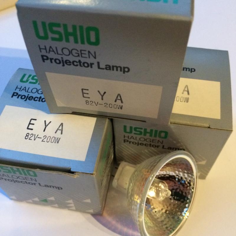 Nr. R114  USHIO halogeen projector lamp EYA  82 volt 200W met spiegel