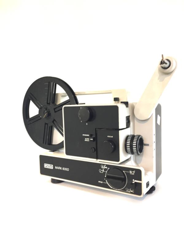Nr.8163--  Eumig Mark 605 D voor standard 8 mm super 8 mm film  lens:  Vario Eupronet f : 1,6 F : 17-30 mm, lamp : 100 W- 12 Volt,  projectiesnelheid : 6 , 9 , 18 fps  heeft service beurt gehad en is in  goede staat