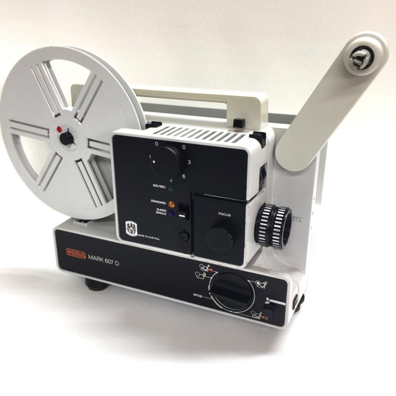 Nr.8302 --super 8-- mooie Eumig Mark 607 D film projector voor dubbel & super 8 films, halogeenlamp ,zoomlens, geschikt tot 120 meter spoelen, heeft service beurt gehad en werkt goed