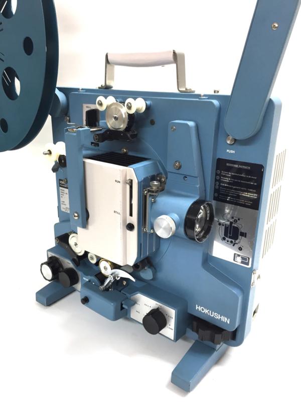 NR.8216 --16mm sound --  Hokushin SC-10 met  canon lens , 20 watt versterker, sterke halogeenlamp 24V-250W, automatische unieke filminvoer, optisch en magnetisch geluid heeft service beurt gehad en deze projector is goede staat, incl.deksel
