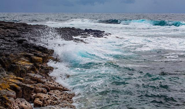 H119 --16mm-- Schatten uit de zee, film over de visserij op zee, mooie kleuren documentaire, speelduur ca. 20 min. duits commentaar compleet op spoel en in doos