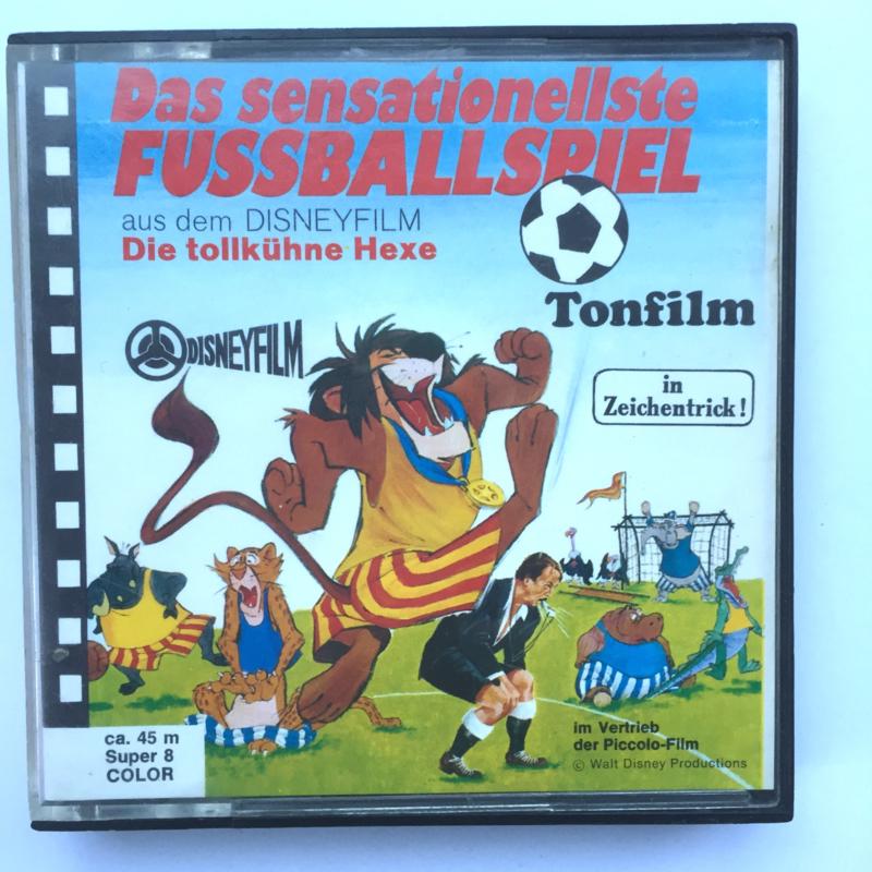 Nr.7194 Super 8 sound -- Het voetbalspel, Walt Disney mooi van kleur Duits gesproken, ongeveer 50 meter op spoel en in orginele doos