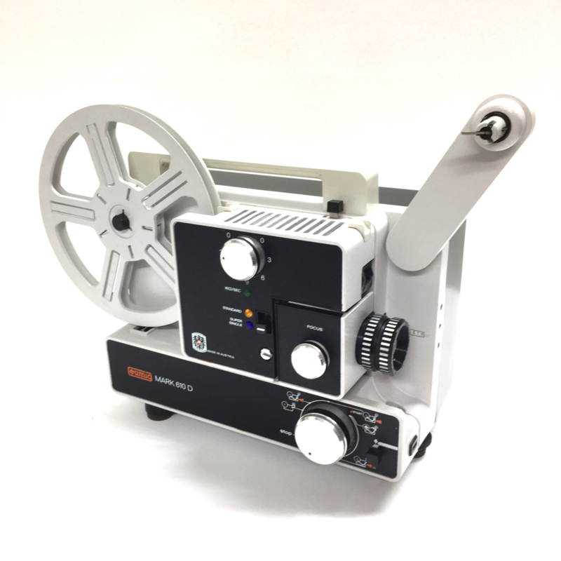 Nr.8155 -  Eumig Mark 610 D  voor dubbel8/standaard 8 & Super 8 mm film, Formaatwissel: door schakelaar, Eumig Vario-Eupronet zoomlens f: 1.3 F: 15-30 mm Halogeen Lamp: 100 W, 12 V, heeft onderhouds beurt gehad projector is in zeer goede staat