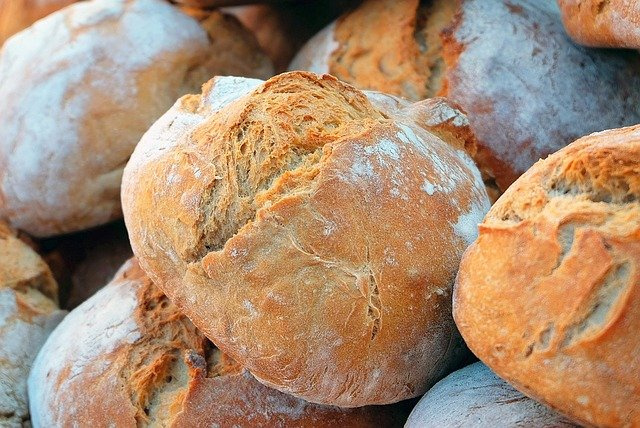 Nr.16458 --16mm-- ,,Regular Wonder Bic Brood USA, de broodfabriek, honderden broden per minuut, een prachtige kleuren documentaire mooi van kleur, speelduur 15 minuten, Engels/duits gesproken, compleet op spoel en in doos*