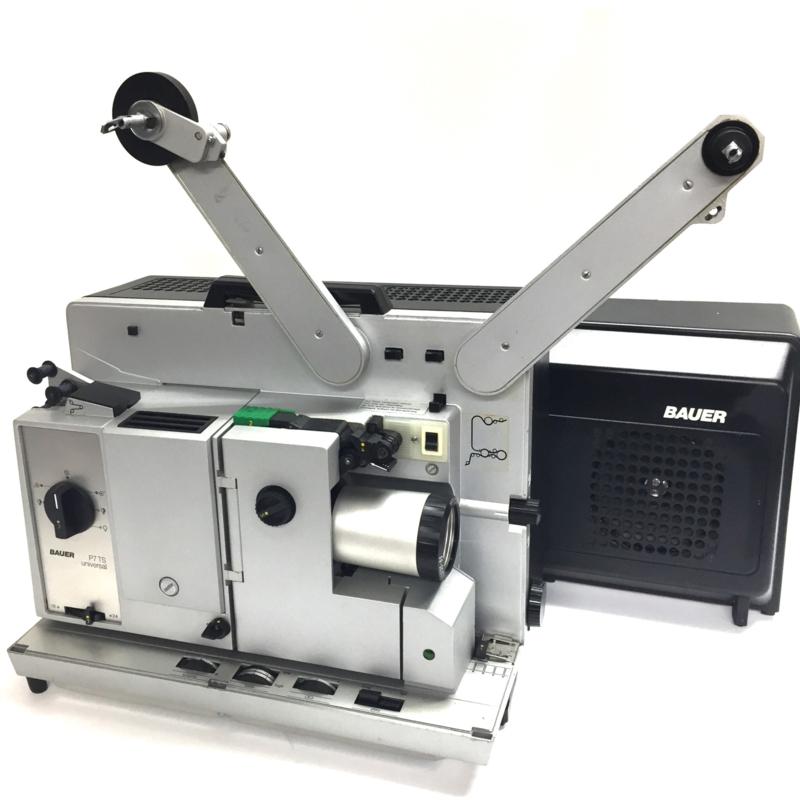 Nr.8149 --16mm sound-- Bauer P7 TS NEW universal de laatste versie voor de P8 met nieuw model kappen , 4 tandige grijper, zoomlens, 250 w.halogeenlamp, optisch en mag. geluid, 20 w. versterker laatste model, heeft service beurt gehad, in prima staat