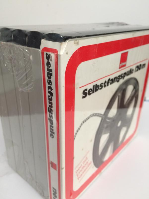 *Super 8 -- super 8 spoelen 120 meter in cassette, diameter 17,8 cm, in mooie doos