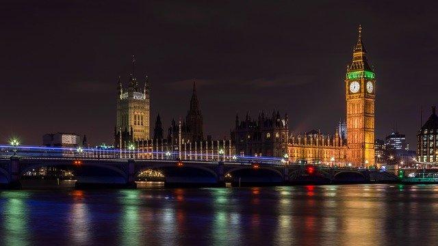 H085 --16mm-- England of Elizabeth, prachtige kleuren documentaire over Groot-Brittannië, speelduur ca.20 minuten, Engels gesproken compleet op spoel en in doos