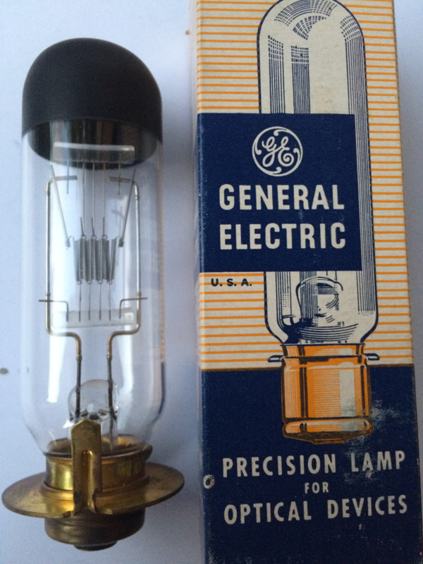 Nr. R142 Genera Electric halogeen projection lamp 120 Volt 1000W. Ring Base Down