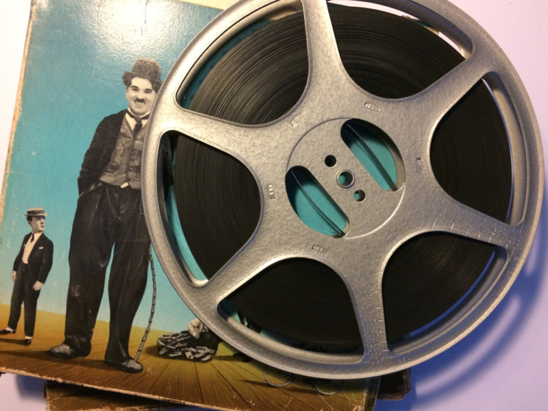 Nr.1214 --9,5mm speelfilm-- Charlie Chaplin The Adventurier, zwartwit silent bestaat uit 2 delen van ca.120 meter in orginele Film Office dozen