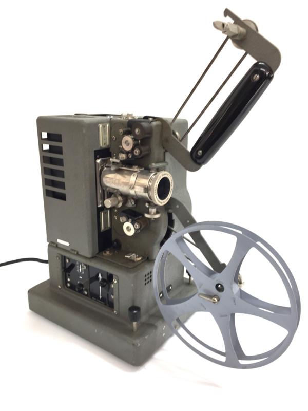 Nr.8245 -- 16mm-- Oldtimer , Orginele Siemens Heimprojektor uit 1950 met philips lamp - 50V 200W voor 16mm films zonder geluid, 220 volt, projector is getest en werkt naar behoren