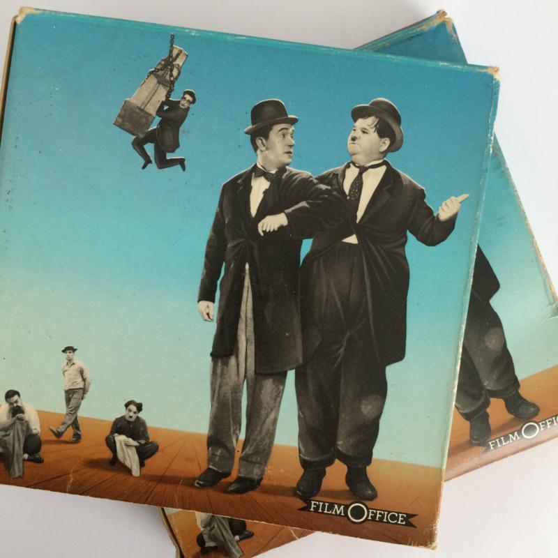 Nr.1567 --Dubbel 8 Silent--Laurel en Hardy Live Ghost bestaat uit 2 DELEN in 2 doosjes van  60 meter zwartwit silent, zit in de orginele fabrieks dozen