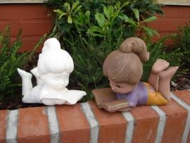 D 0762 Sweet tot meisje met boek