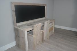 bouwpakket speeltafel met krijtbord 160x110x40 gebruikt steigerhout met twee stoeltjes