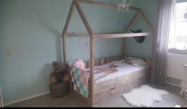 huisjes bed met lades 90x200 495euro