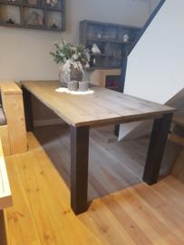 tafel zwarte poten met taupe tafelblad 180cm 250euro