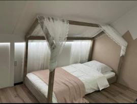 Huisjes bed strak 299euro