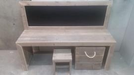 bouwpakket speeltafel met krijtbord gebruikt steigerhout 150x110x40 met 1 krukje en opbergbak