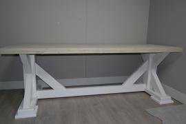 kloostertafel met uitgewerkte poten en verstek blad