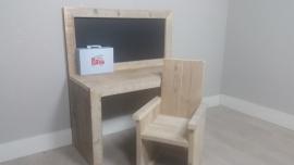 bouwpakket speeltafel 100x110x40 met krijtbord gebruikt steigerhout met 1 stoel