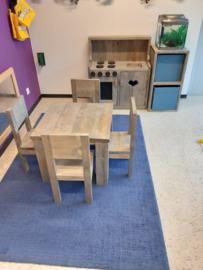 tafel 60x60x60 met 4x stoeltje
