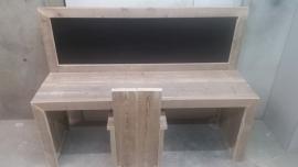 bouwpakket speeltafel met krijtbord gebruikt steigerhout 150x110x40 met 1 stoeltje