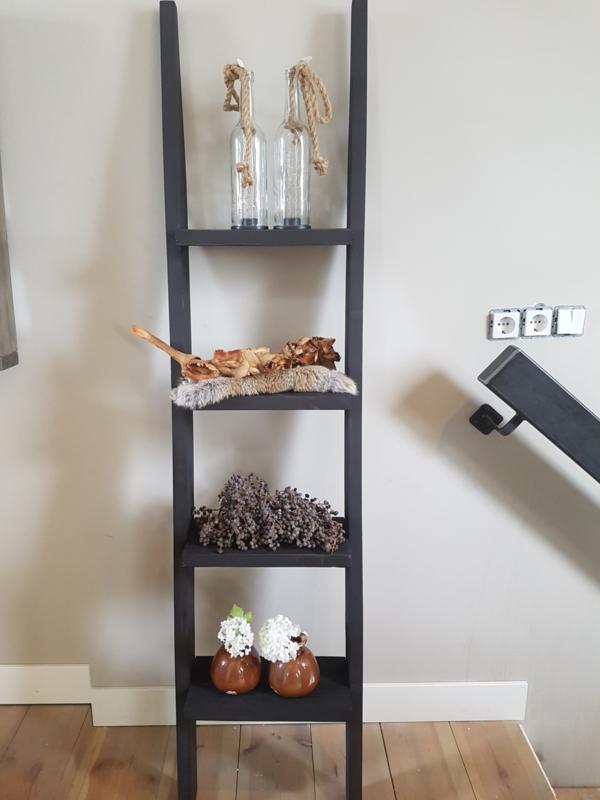 ladder 150x40x16 zwart