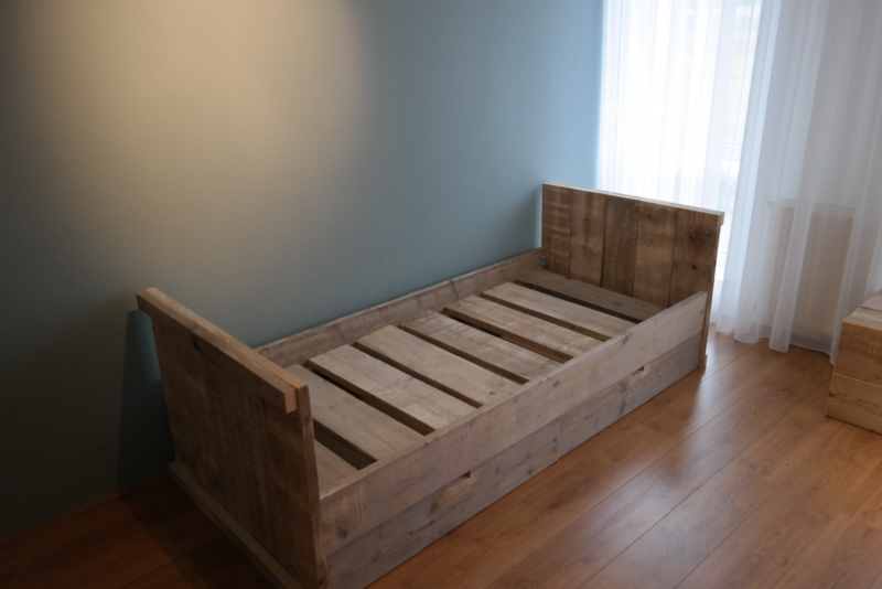 bed met lades gebruikt steigerhout 325euro