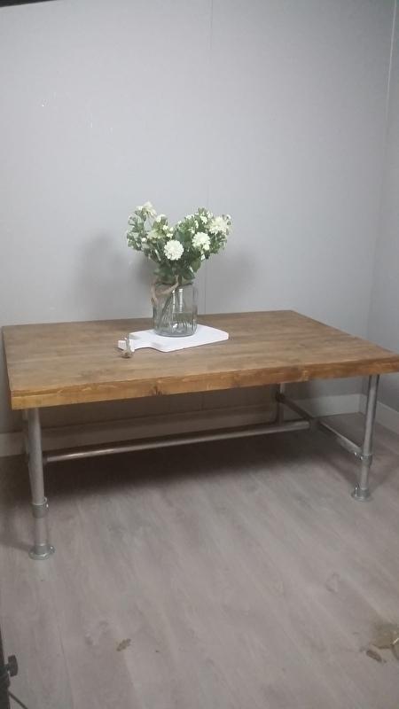 steigerhouten tafel met steigerbuis